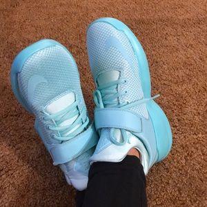 Women's Kwazi Mid Basketball Shoe Hyper Turquoise